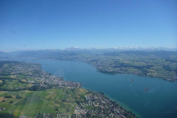 Helikopterflug von Zürich zum Zürichsee