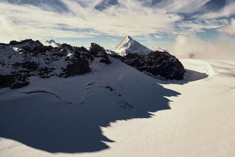 Helikopterflug von Zürich zu dem Schweizer Alpen